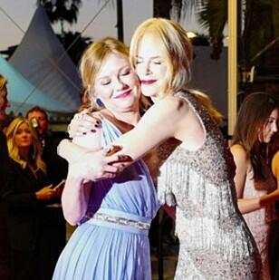 STØTTE: Kirsten Dunst og Nicole Kidman avbildet i forbindelse med visningen av «The Beguiled» - som de begge medvirker i. Foto: NTB Scanpix