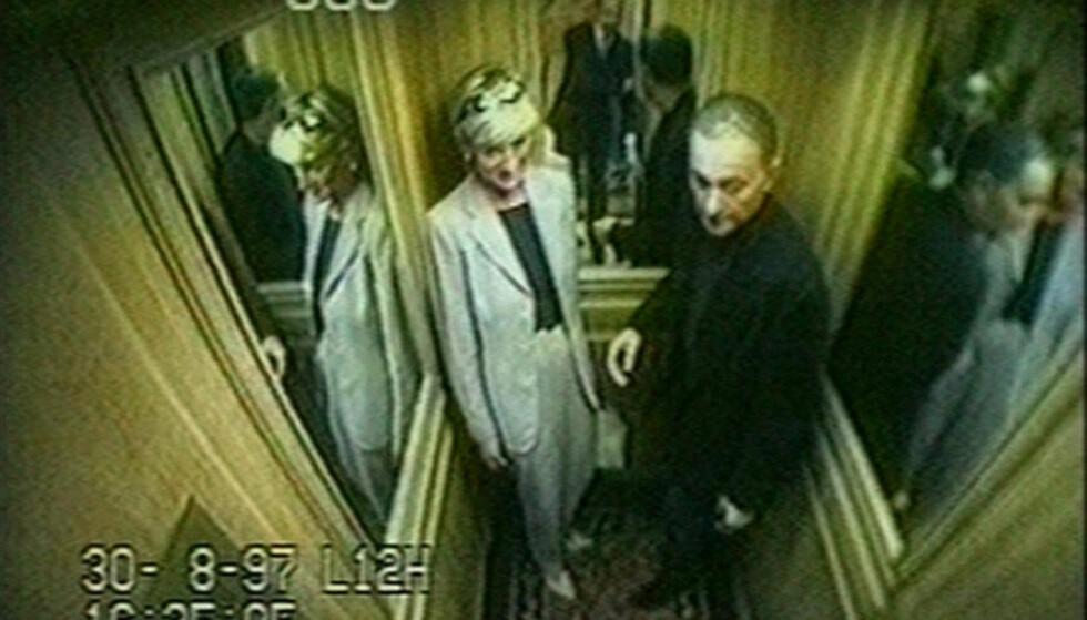 DE SISTE BILDENE: Overvåkningskamera i heisen ved Ritz Hotel fanget prinsesse Diana og kjæresten Dodi Fayed på ettermiddagen, før det fatale krasjet. Foto: NTB Scanpix