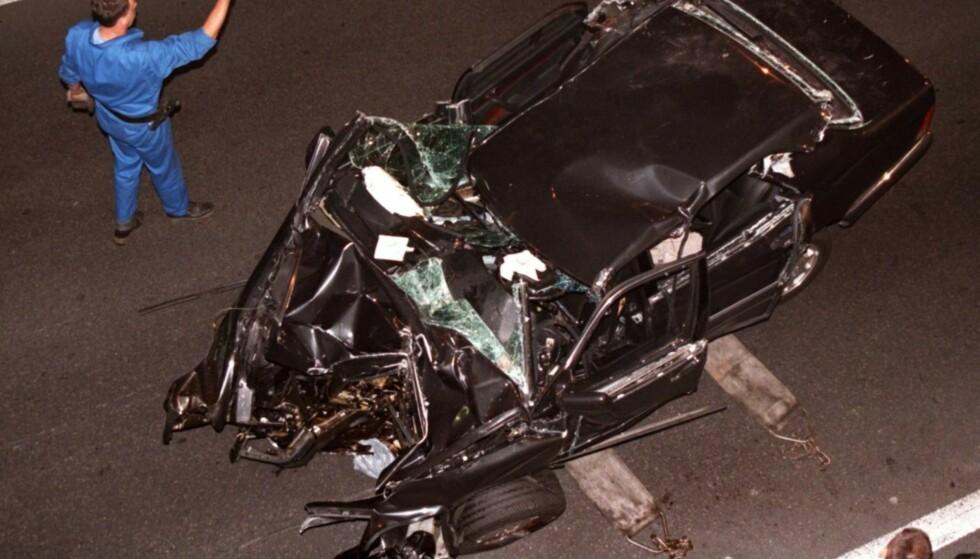 ULYKKESBILEN: Henri Paul, Dodi Fayed og prinsesse Diana mistet livet da bilen de satt i kjørte med stor fart inn i en betongstolpe i Pont de l'Alma-tunnelen i Paris. Foto: NTB Scanpix