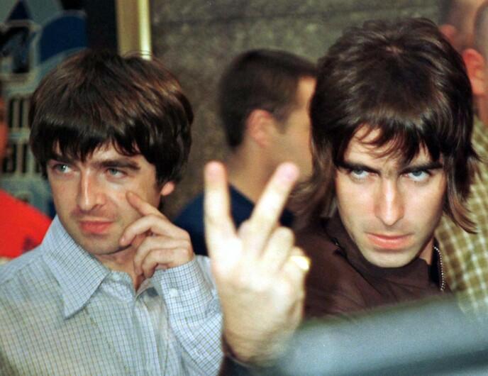 BANDBRØDRE: Gallagher-brødrene Noel (t.v) og Liam på MTV Music Awards i 1996. Foto: Mike Segar/ REUTERS/ NTB