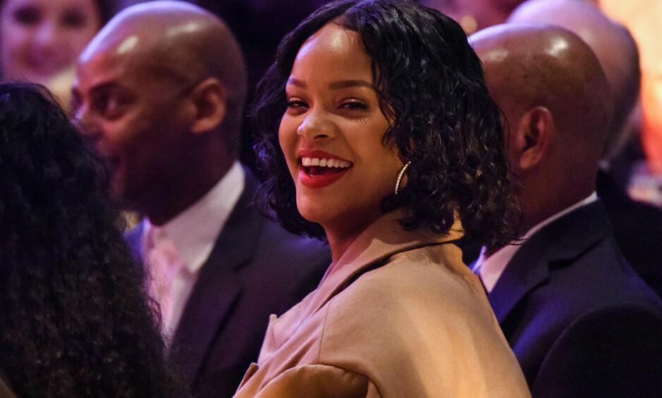 LATTERMILD: Rihanna finner seg ikke i at folk tråkker på henne. Nå slår hun tilbake, på humoristisk vis. Foto: Stephen Lovekin / WWD / REX / Shutterstock, NTB scanpix