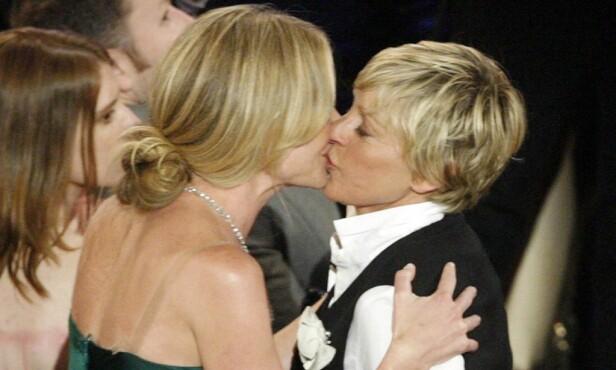 GIFTET SEG: Ellen DeGeners og Portia de Rossi giftet seg i 2008. 19 gjester skal ha vært til stede under seansen. Foto: NTB scanpix