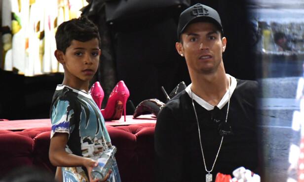SØT DUO: Cristiano Ronaldo ble far til Cristiano Ronaldo Jr. i 2010. Foto: NTB scanpix