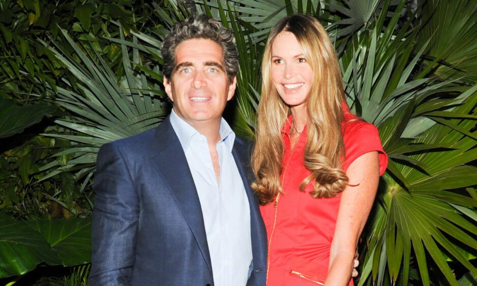 BRUDD: Eiendomsmogul Jeffrey Soffer og supermodell Elle Macpherson avslutter ekteskapet etter fire år. Her er de avbildet sammen i 2013. Foto: NTB Scanpix