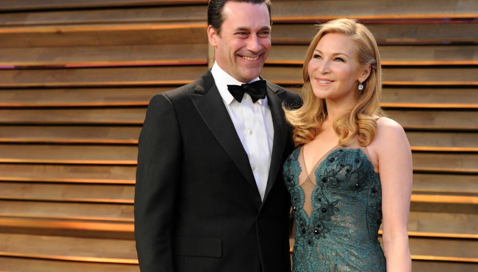 TOK SLUTT: Jon Hamm og Jennifer Westfeldt fotografert sammen på Vanity Fairs Oscar-fest i 2014, omlag halvannet år før forholdet tok slutt. Foto: Evan Agostini/Invision/AP/ NTB scanpix