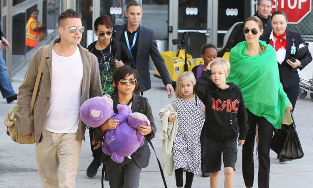 DEN GANG DA: Brad Pitt og Angelina Jolie med fem av ungene. Foto: NTB scanpix
