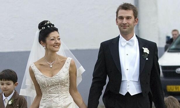 SKILT FOR ANDRE GANG: Her er en lykkelig Alexandra på bryllupsdagen med Martin for åtte år siden. Foto: NTB Scanpix