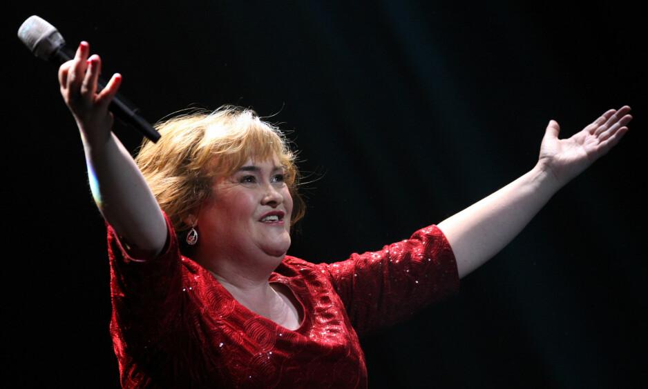 BLE TRAKASSERT: Susan Boyle skal ha blitt kraftig trakassert med brennende papir av flere ungdommer i sin hjemby. Foto: NTB Scanpix