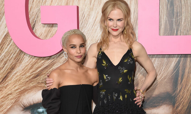 KOLLEGER: Zoe Kravits og Nicole Kidman spiller sammen i HBO-serien «Big Little Lies». Det få visste er at skuespillerne tidligere har bodd sammen. Her avbildet under en premierefest i februar. Foto: Axelle Woussen / NTB Scanpix