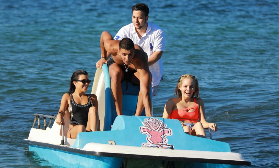 ROMANTISK FERIE: Det er ingen tvil om at Kourtney Kardashian og Younes Bendjima har funnet tonen. Foto: NTB scanpix