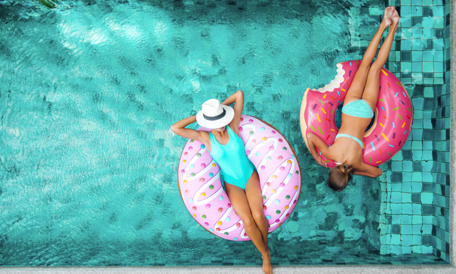 Gjør som superstjernene. Flyt rundt på en donut i sommer! Foto: NTB Scanpix