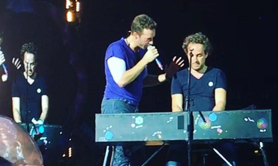 FIKK SPILLE: Norske Jan Erik Fillian og Coldplay-vokalist Chris Martin i Cardiff i går. Foto: Martin Keen