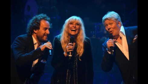 PÅ SCENEN: Jan Fillian, Hanne Krogh og Thomas Ruud. Foto: Anne Brit Solland