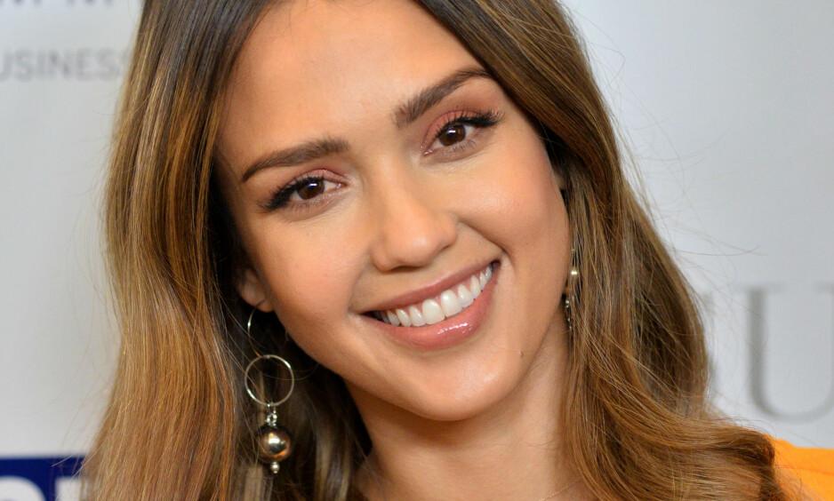 MAMMA IGJEN: Superstjernen Jessica Alba skal bli mamma på nytt. Det har hun selv avslørt på Instagram, og det virker som hun og den lille familien gleder seg stort. Foto: Shutterstock, NTB scanpix