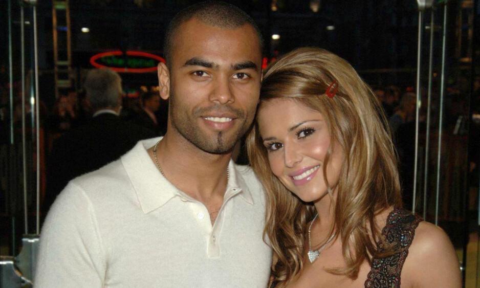 TURBULENT EKTESKAP: For ti år siden ble Cheryl Cole involvert i et utroskapsmareritt på grunn av sin daværende ektemann, fotballspiller Ashley Cole (t.v.). Nå er Cheryl singel igjen. Foto: Pa Photos/ NTB scanpix