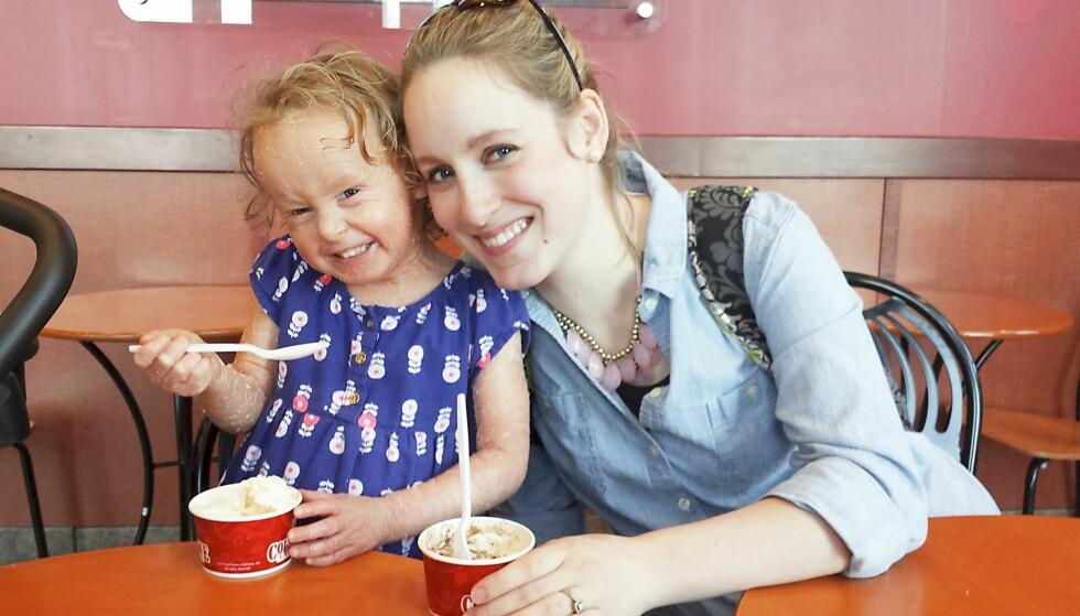 <strong>STOLT MAMMA:</strong> Megan lar datteren leve et mest mulig normalt liv, men vet at hvis hun ikke passer på, så kan datteren bli dødssyk. Foto: NTB Scanpix