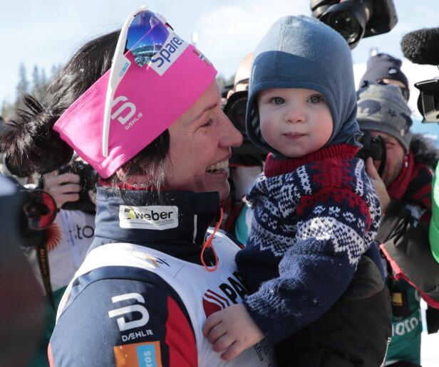 <strong>STOLT:</strong> Marit er tydelig stolt av den lille gutten sin. Her er hun sammen med Marius under ski-VM i Lahti tidligere i år. Foto: NTB Scanpix