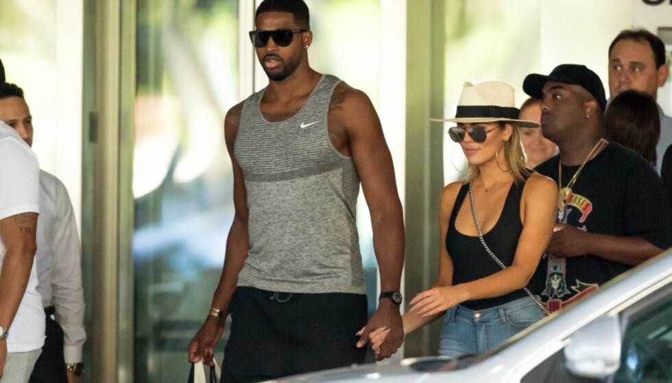 FORELSKET: Khloé Kardashian skal være svært lykkelig med kjæresten, Tristan Thompson. Foto: NTB scanpix