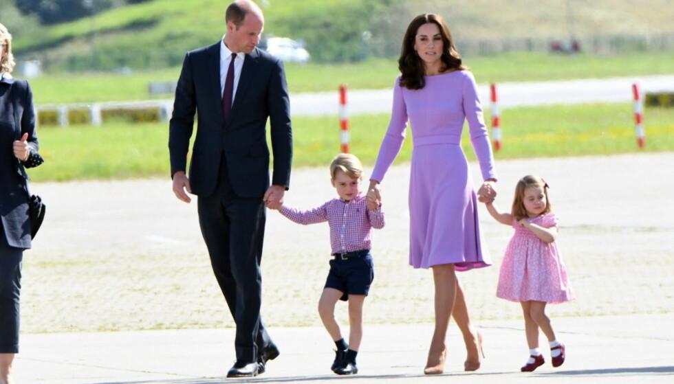 <strong>OFTE PÅ REISEFOT:</strong> Den britiske hertugfamilien er blant mange kongemedlemmer som passer på å ha med seg «sørgeklær» på tur. Her avbildet for halvannen uke siden. Foto: NTB Scanpix