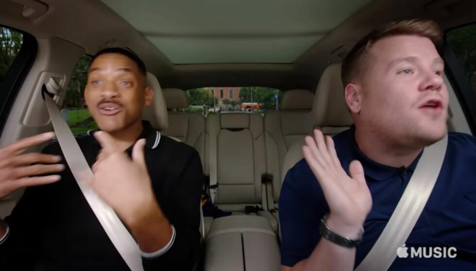 <strong>CARPOOL KARAOKE:</strong> Will Smith sammen med programleder James Cordan i karaokebilen. Foto: Skjermdump / You Tube