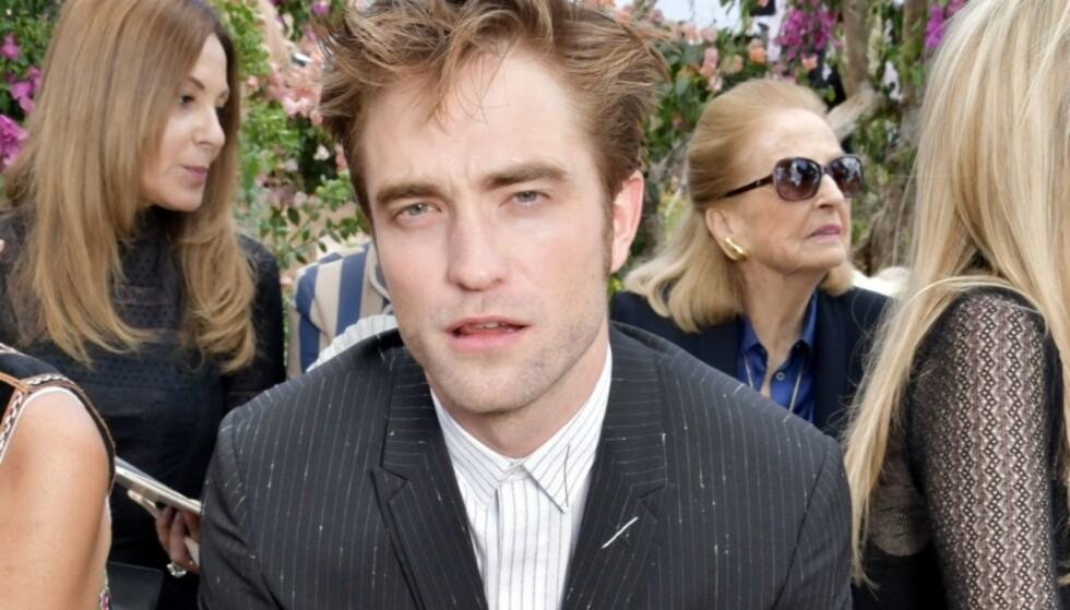 SOLGTE BLADER: Robert Pattinson ble raskt en internasjonal stjerne da han spilte rollen som Edward Cullen i «Twilight»-filmene. I et nytt intervju forteller han om en tidligere hendelse som fant sted før han ble berømt, hvor han solgte pornoblader. Foto: Shutterstock / NTB Scanpix