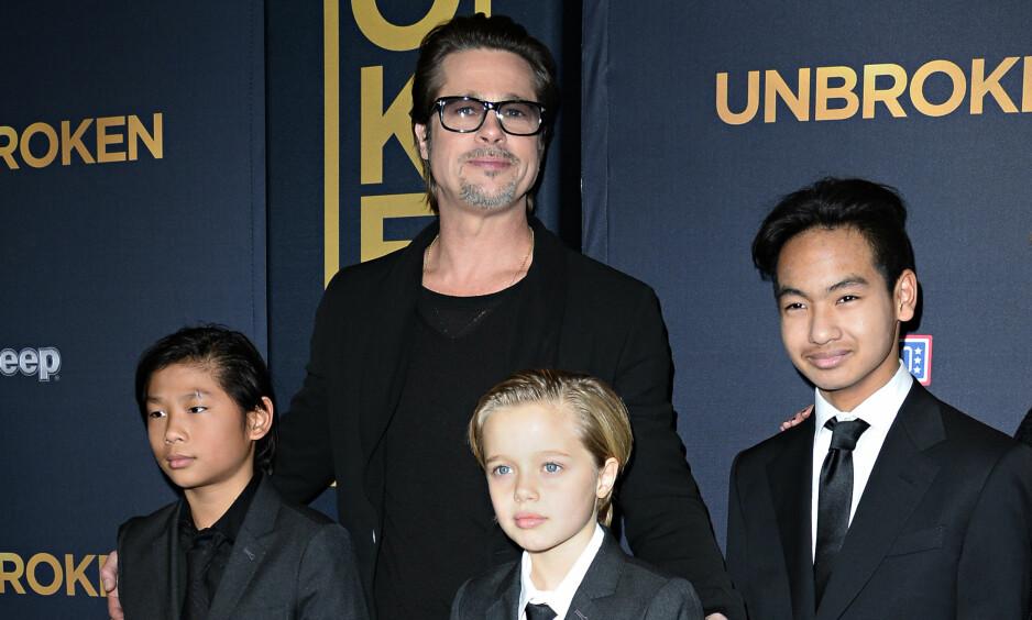 FAMILIE: Brad Pitt sammen med barna Pax, Shiloh og Maddox Jolie-Pitt på premieren for filmen «Unbroken» i 2014. Foto: NTB scanpix