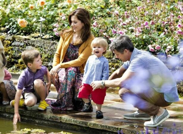 <strong>FIRE BARN:</strong> Mary og Frederik har fire barn sammen. Her sammen med prins Christian og prins Vincent i 2012. Foto: AFP