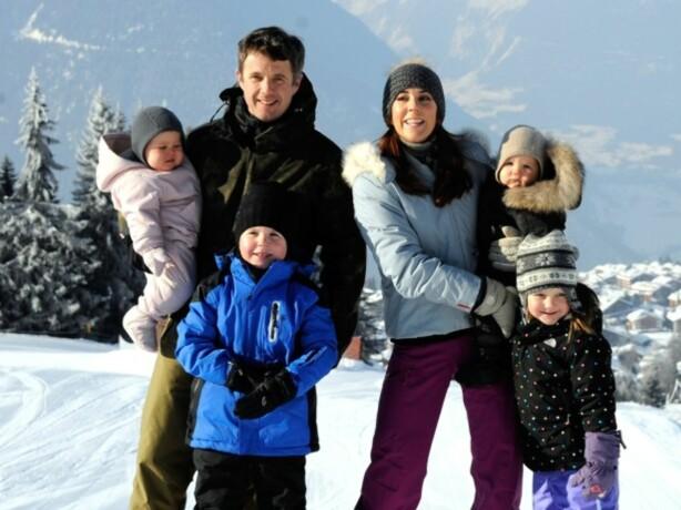 <strong>KRONPRINSFAMILIEN:</strong> Den danske kronprinsfamilien koste seg på ferie i Sveits i 2012. Foto: AFP