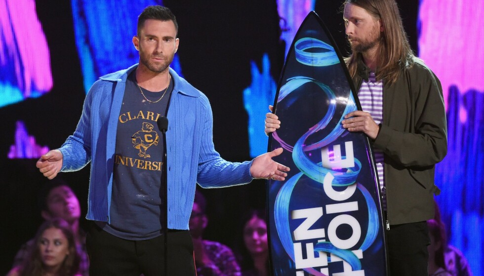 FLEIPET MED FANSEN: Adam Levin spøkte og sa at Maroon 5 snart ville gi seg. Foto: NTB Scanpix