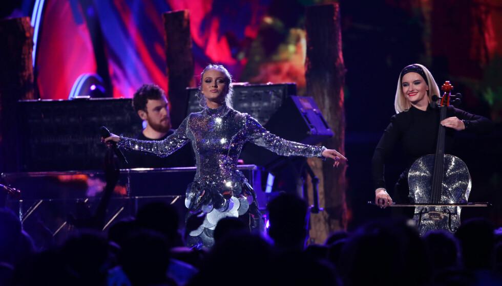 SVENSK SENSASJON: Zara Larsson skuffet ikke fansen med sin fremførelse. Foto: NTB Scanpix.