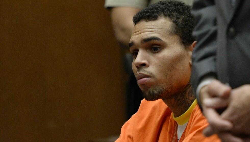 BLE STAFFET: Chris Brown, her avbildet i retten i Los Angeles i mai 2014, etter å ha brutt reglene for prøveløslatelse. Foto: Kevork Djansezian/Getty Images/AFP/ NTB scanpix