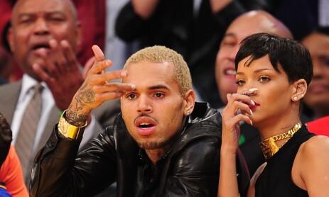 TRØBBEL: Chris Brown skapte overskrifter verden over etter at han var voldelig mot sin daværende kjæreste Rihanna (t.h.) for snart ti år siden. Foto: AFP/ NTB scanpix