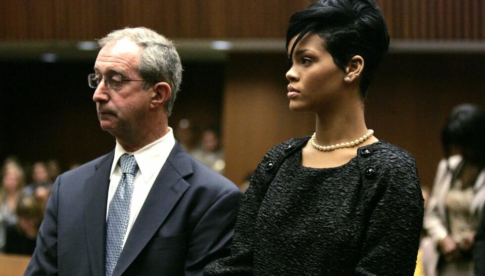 I RETTEN: Rihanna avbildet i retten i Los Angeles i juni 2009, i forbindelse med en høring i saken mot Chris Brown. Foto: Lori Shepler/ Reuters/ NTB scanpix