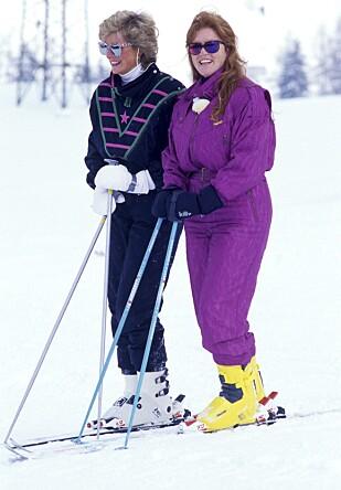 STIL OG SMIL: Selv i skibakken klarte Diana å ose eleganse. Det samme kunne ikke sies om Sarah ....