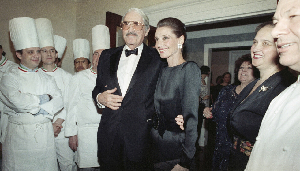 LEGENDARISK: Også i godt voksen alder var Audrey populær. Her er hun sammen med Gregory Peck i 1991. Foto: NTB Scanpix