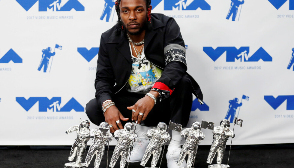 """2017 MTV Video Music Awards âä"""" Photo Room âä"""" Inglewood, California, U.S., 27/08/2017 - Kendrick Lamar with his awards. REUTERS/Danny Moloshok     TPX IMAGES OF THE DAY"""