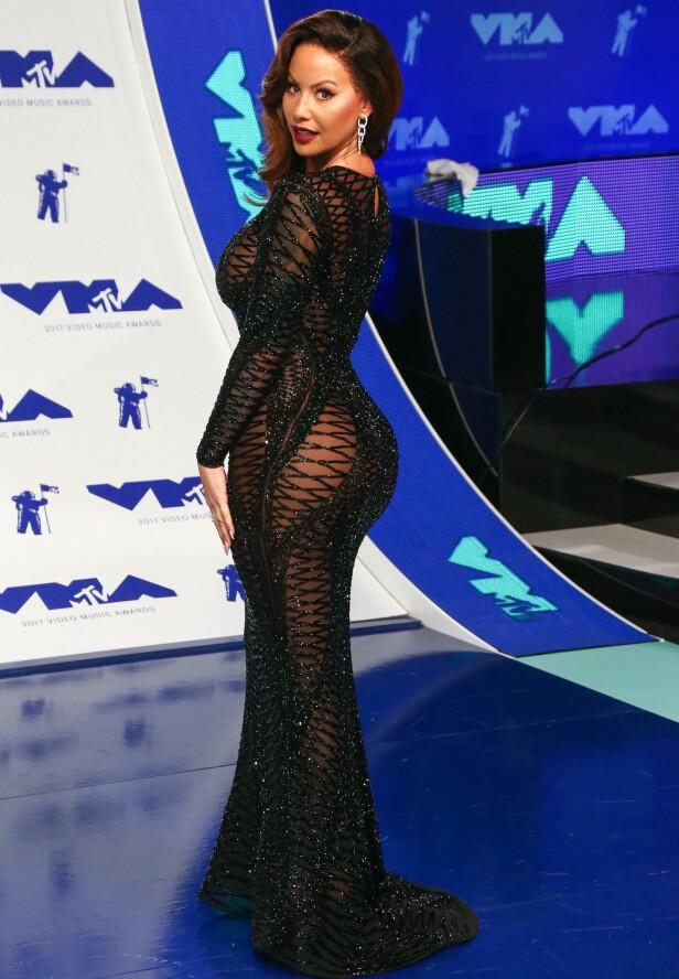 LANGT HÅR: Amber Rose har den siste tiden hatt helt kort hår. Under MTV Video Music Awards ankom hun med nytt utseende. Foto: Shutterstock