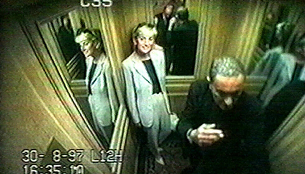 GODT HUMØR: Videoovervåkningsbilder viser prinsesse Diana og Dodi al-Fayed i heisen på Hôtel Ritz like etter klokka halv fem 30. august. Foto: PA/NTB Scanpix