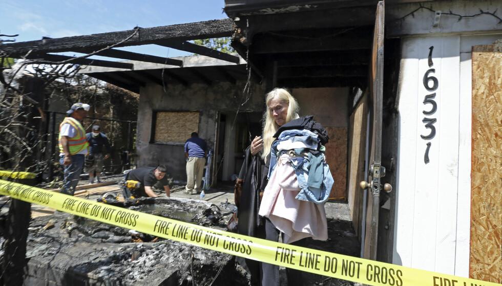 ÅRETS ANDRE: Tidligere i år ble Gunilla Perssons bolig totalskadd i en brann. Nå må trolig hun og familien evakuere på grunn av brann igjen. Foto: AP, NTB scanpix
