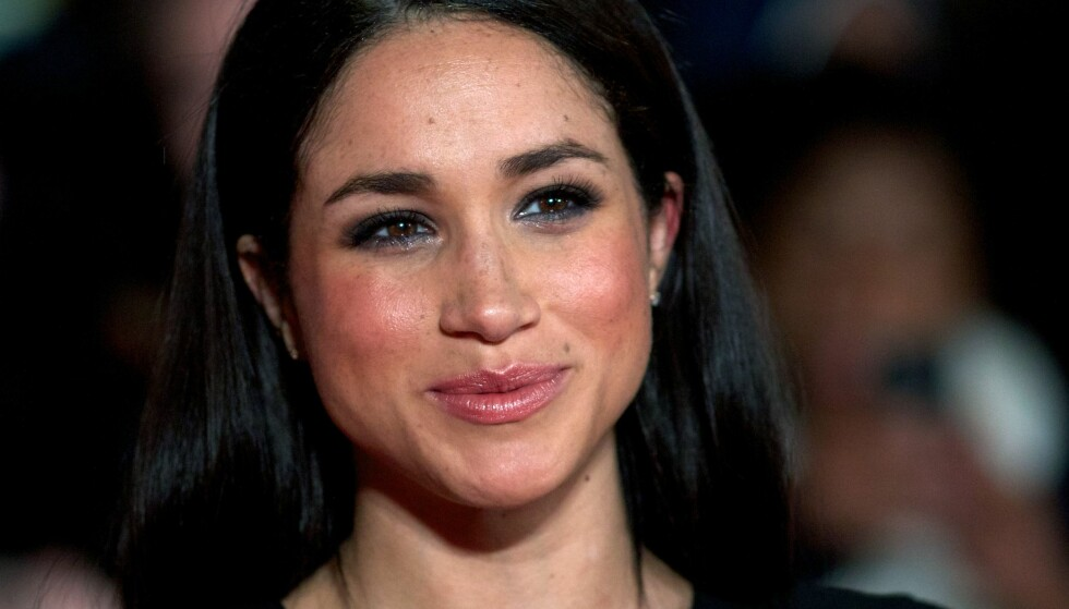 TAR BLADET FRA MUNNEN: Den amerikanske skuespilleren Meghan Markle (36) har vært kjæreste med britenes prins Harry (32) siden i fjor høst. Nå snakker hun om forholdet for første gang. Foto: Andrew Cowie / APF / NTB Scanpix