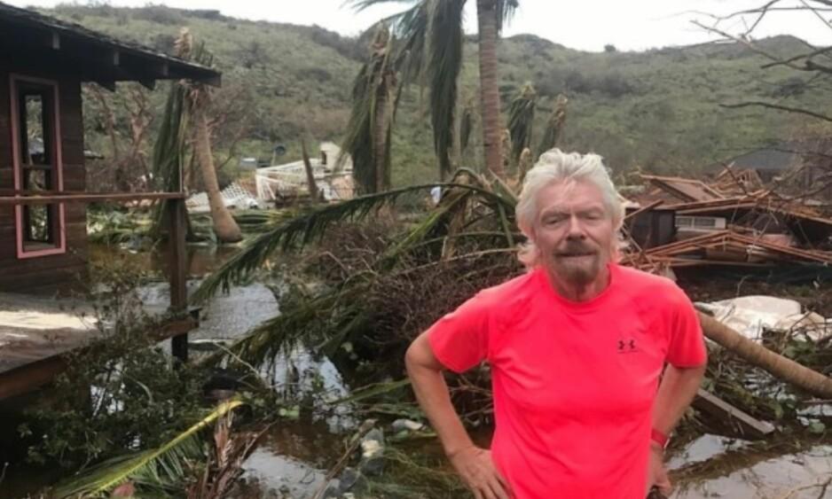 TOTALT ØDELAGT: Richard Branson eier øya Necker Island, som er en del av de britiske jomfruøyer. Her viser han frem skadene etter at orkanen Irma herjet der forrige uke. Foto: Virgin.com