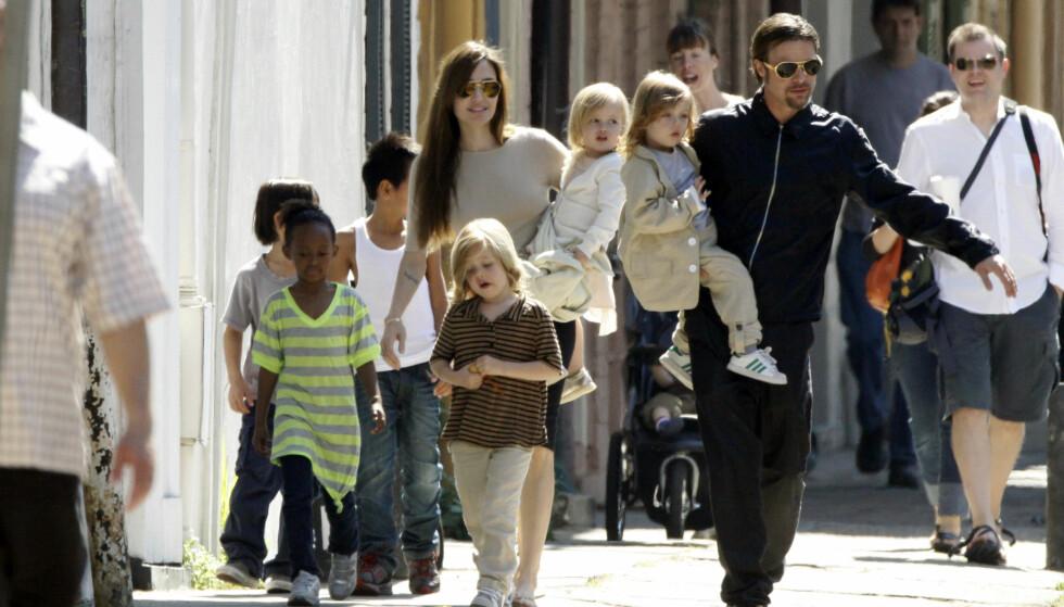 STOR FAMILIE: Angelina og Brad har seks barn sammen. Her var familien i New Orleans i 2011. Foto: Pa Photos