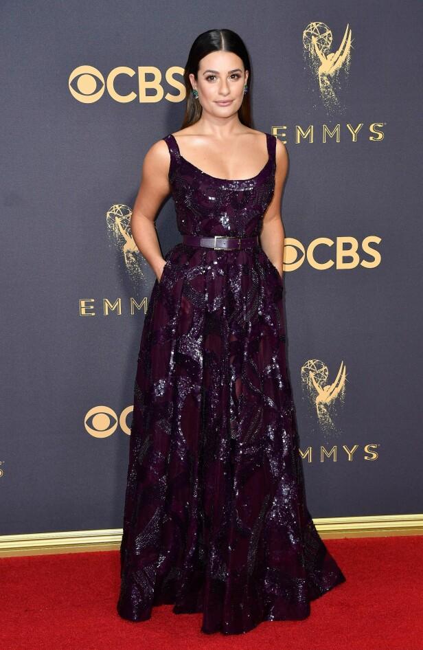 KJOLEFEST: Flere stjerner dukket opp på den røde løperen i Los Angeles natt til mandag. Lea Michele valgte glitter og paljetter for å feire den store kvelden. Kjolen er signert Elie Saab. Foto: NTB scanpix