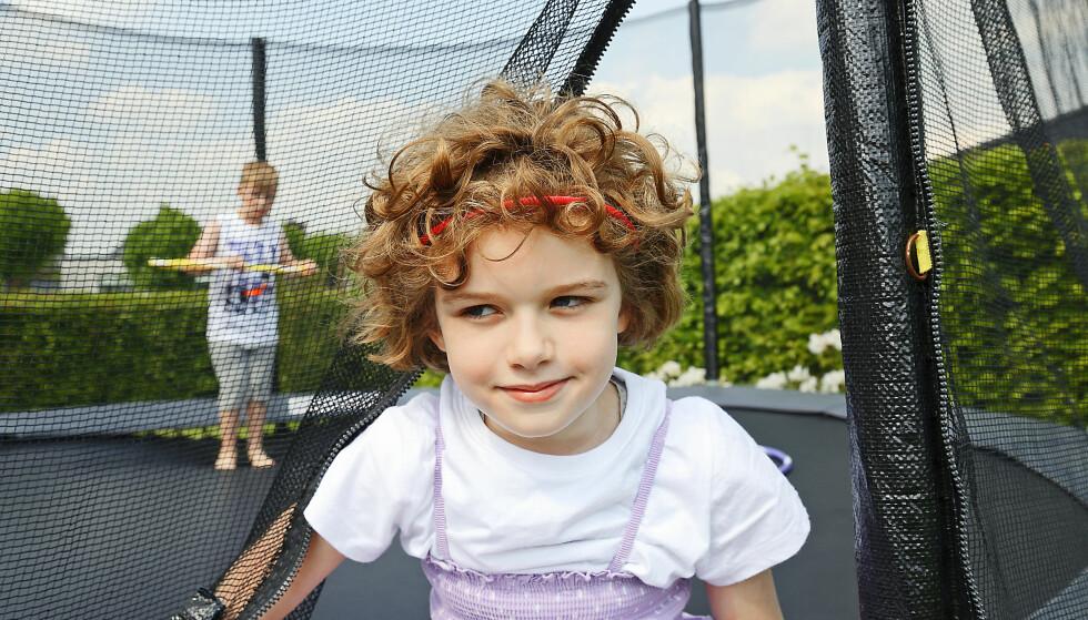 <strong>LILLEBROR PASSER PÅ:</strong> Emil (7) leker gjerne med Isabella (9). Han er allerede mye lengre i utviklingen enn storesøsteren.