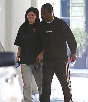 <strong>NERVØS:</strong> Kylie Jenner skal angivelig være svært engstelig foran fødselen. Her med kjæresten Travis Scott i fjor sommer. Foto: NTB Scanpix