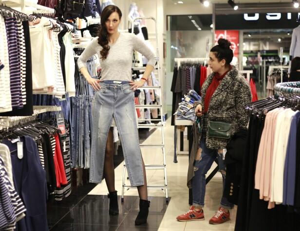 <strong>INGENTING PASSER:</strong> Hele livet har det vært en utfordring for Ekaterina å finne bukser som er lange nok. Ikke så rart når bare beina er 132 centimeter lange!