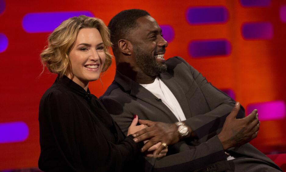 GOD TONE: Kate Winslet og Idris Elba er straks kinoaktuelle i USA med filmen «The Mountain Between Us». Fredag gjestet duoen The Graham Norton Show. Foto: NTB Scanpix