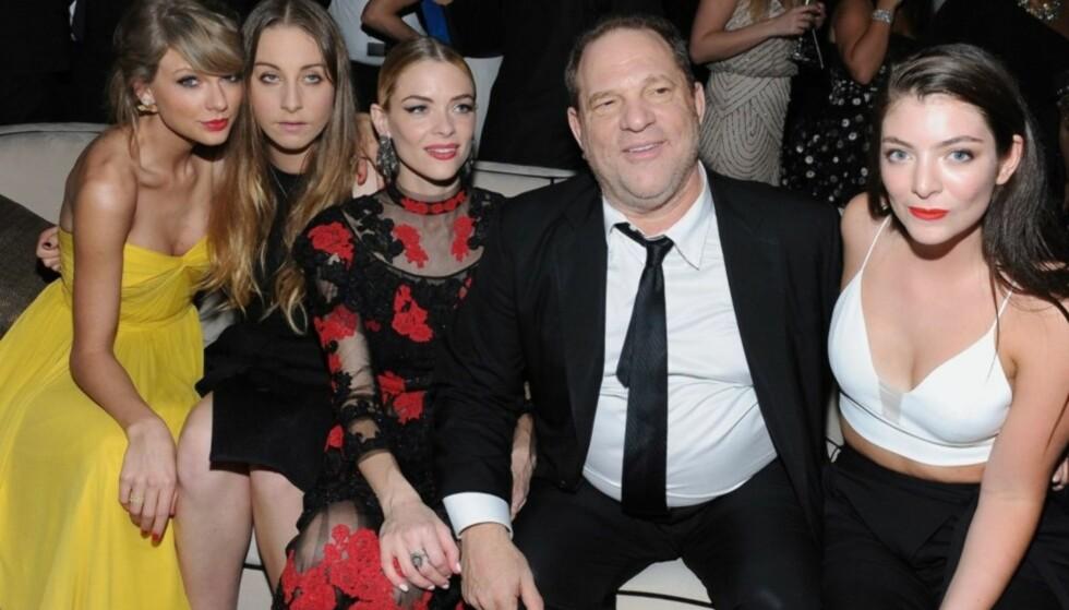 MEKTIG: Filmprodusent Harvey Weinstein har den siste tiden blitt anklaget av flere kvinner for seksuell trakassering. Her er han avbildet på Weinstien Company & Netflix-festen etter Golden Globe-utdelinga i 2015, sammen med Taylor Swift, Este Haim, Jaime King og Lorde. Foto: AFP/ NTB scanpix