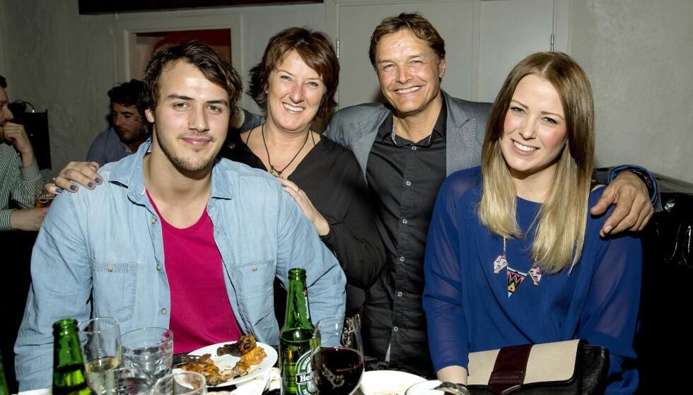 SYKKELPAPPA: Stian er sønn av den kjente syklisten og TV-profilen Dag Otto Lauritzen. Her er Dag Otto sammen med Stian, kona Ellen og datteren Line under premieren på TV 2-programmet «På hjul med Dag Otto» i 2016. Foto: Tor Lindseth.