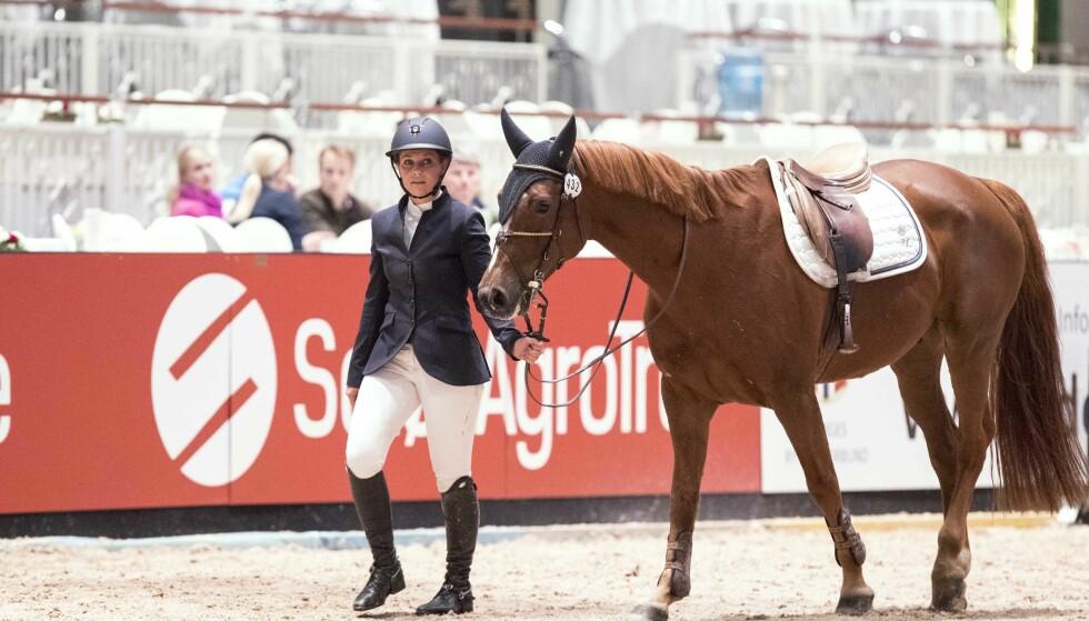 FORLOT ARENAEN: Prinsesse Märtha Louise var uheldig under Oslo Horse Show fredag, da hun falt av hesten og måtte avbryte konkurransen. Foto: Andreas Fadum/ Se og Hør